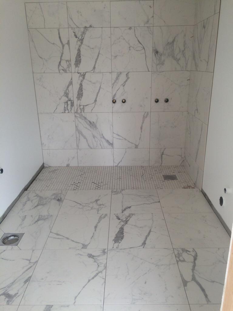 baderom i marmor homebuilders. Black Bedroom Furniture Sets. Home Design Ideas